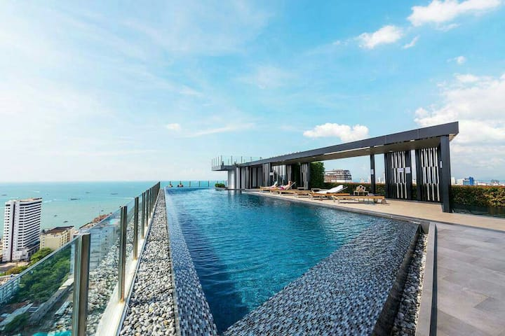 The Base Central Pattaya Rooftop swimming pool