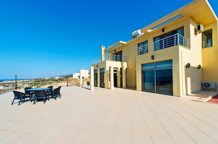 KB410 3 Bedromd Lux Villa in Cyprus - Willa