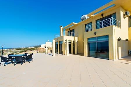 KB410 3 Bedromd Lux Villa in Cyprus