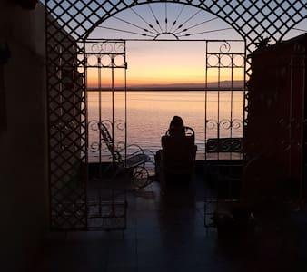 Hostal Villa Tyta con Terraza al Mar