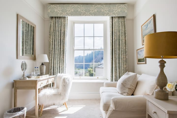 Heasley House room 2