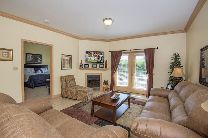10% off for Whole Month of February - MV5205 - GREAT LOCATION!