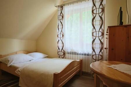 Sromowce Niżne, Pokój nr 7, mały pokój dwuosobowy