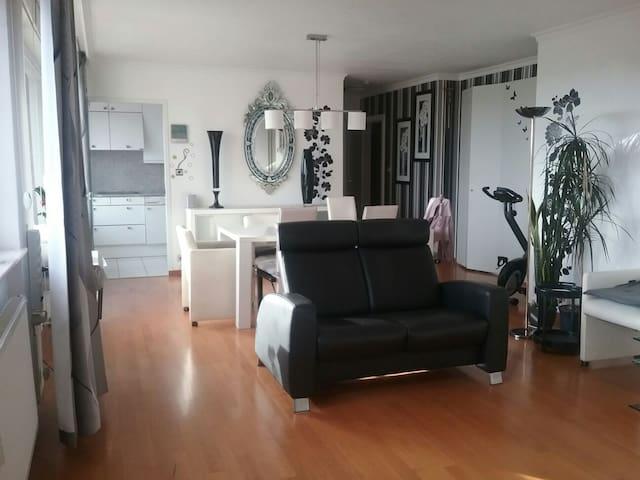 Appartement lumineux  avec terrasse pour couple
