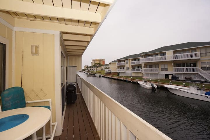 Sandpiper 4100, Free Golf and Activities! On Canal - Harbor Views, Pet Friendly