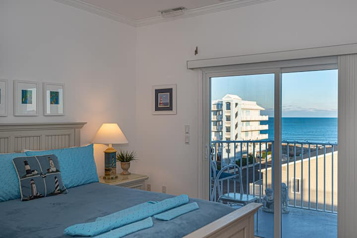 ⭐️Penthouse Steps to Beach Ocean Views Pool Linens⭐️