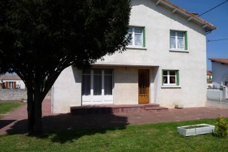 THE VOLETTE FAMILY HOUSE - Le Gua