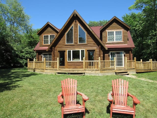 Black Oak Lodge - Elegant Waterfront Cabin!