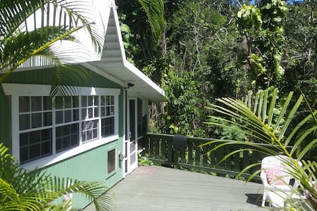 Areca cottage-Lush and private setting