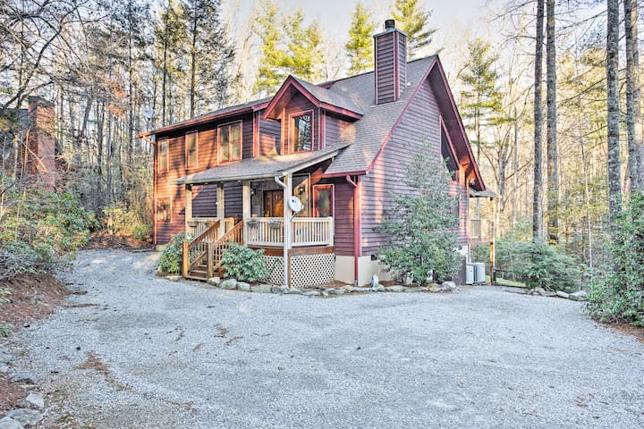 NEW! 3BR Sapphire Cabin w/Beautiful Forest Views!