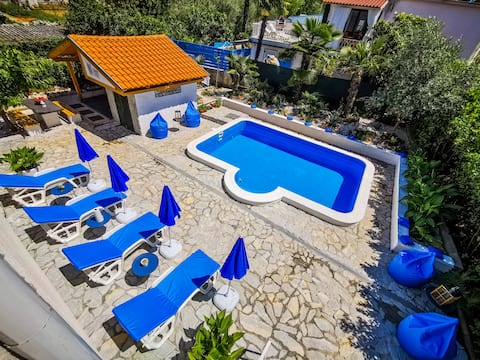 XXL Malinska - spacious apartment near beach +pool