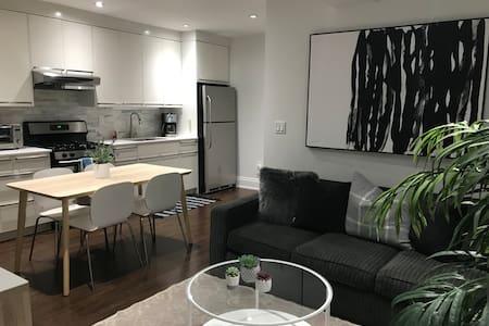 Urban Apartment (A) Ossington Village