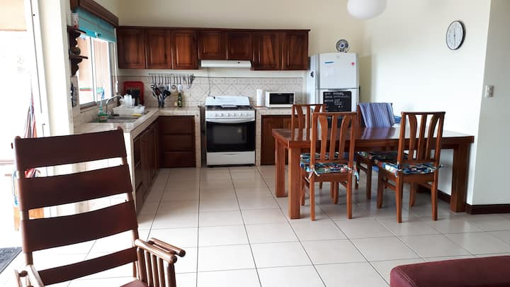 Nice house at walking distance from center Grecia