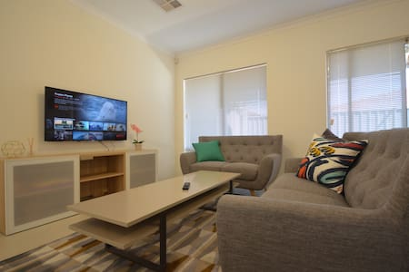 Clean & Comfy Home close to CBD *Free Wifi* - East Victoria Park