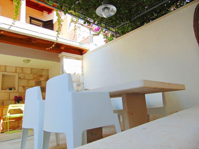 APARTMENT  NONO (2+1) - Postira - Apartment