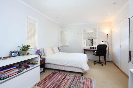 Large private room, Brisbane - Haus