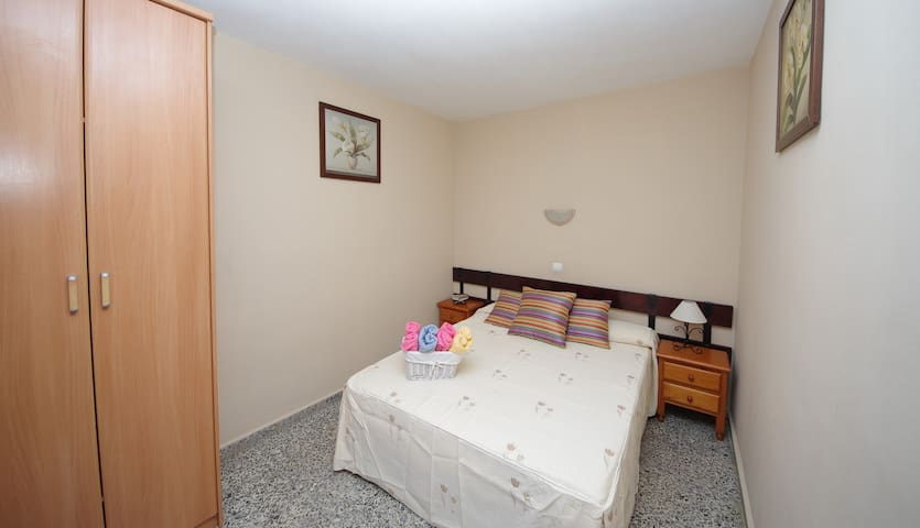 Habitacion individual con baño privado  Pension Aduar , Single room with private bathroom, TV, A/C, WIFI Pension Aduar .