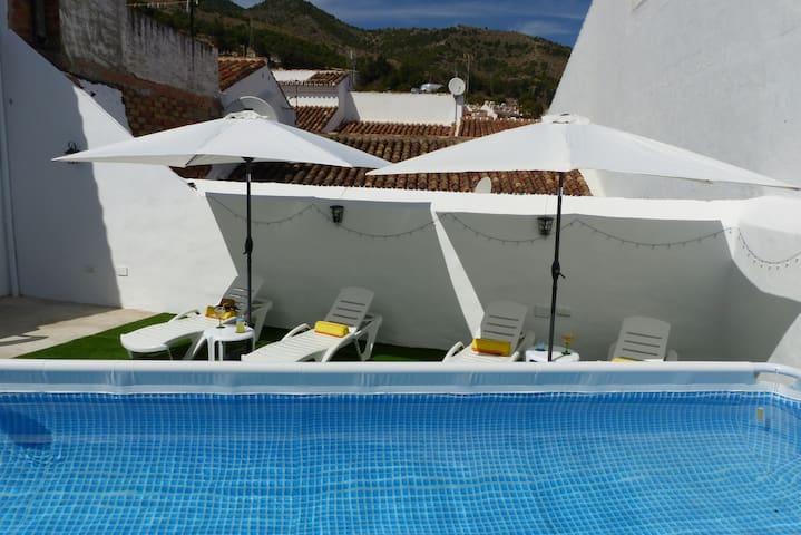 Casa de Pueblo renovada con piscina y solarium