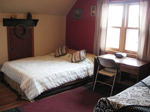 The Barn Owl Roost has a queen-sized bed and single bed.