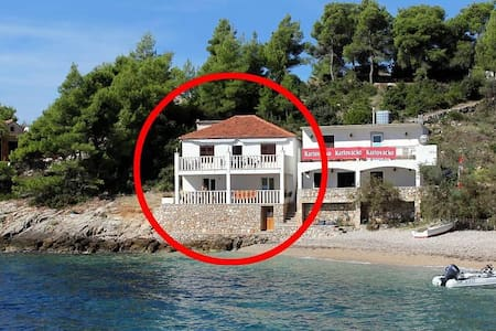 One bedroom apartment near beach Uvala Tvrdni Dolac, Hvar (A-2997-b) - Gdinj