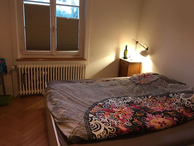 Happy and simple . Das Doppelbettzimmer