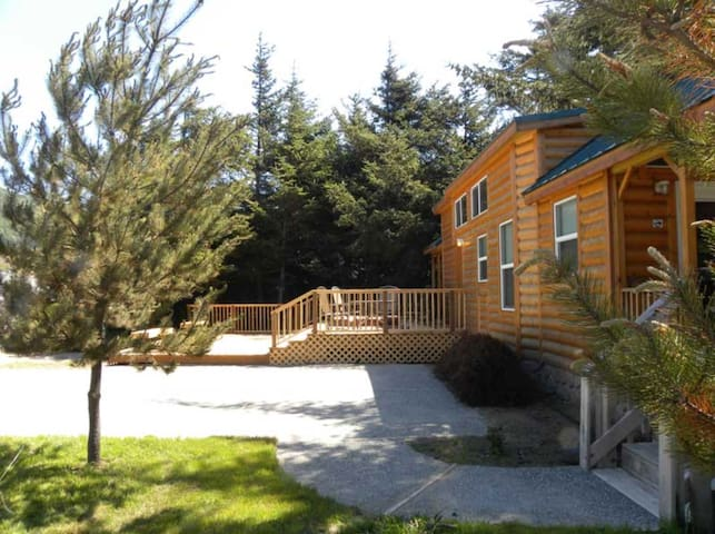 Standard Home in Gold Beach OR (Cottage 97)