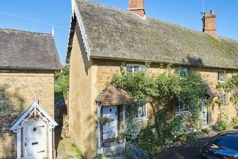 Beautiful bijou cottage set in stunning Dingley
