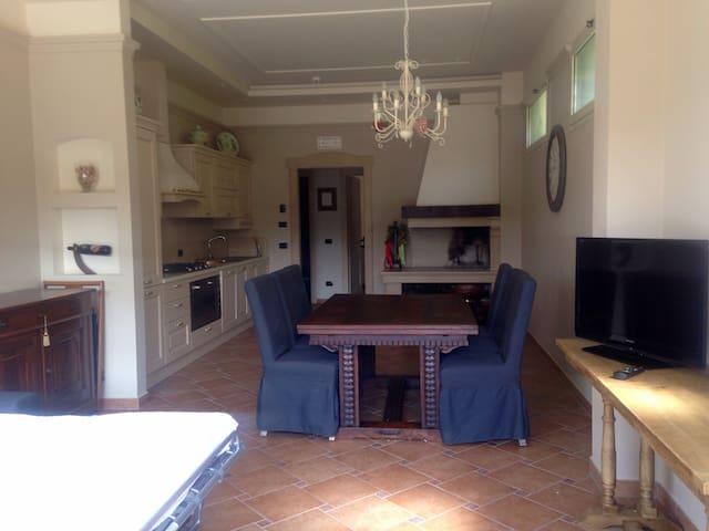 Graziosa e ampia tavernetta - San Marino - Casa