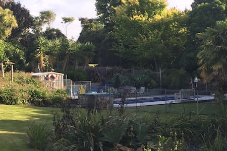 Gardeners retreat complete with swimming pool &spa - Westmere - 公寓