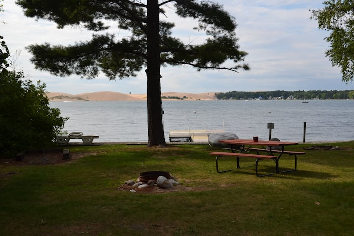 Silver Lake Lakefront Cottage, Persnickety