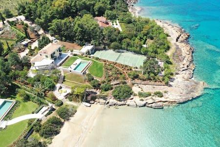 Aria - Luxury Beachfront Villa with Pool & Tennis