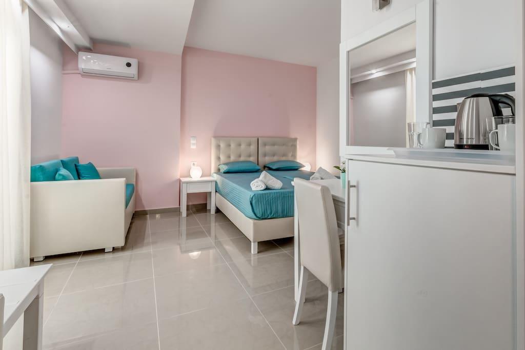LUXURY TRIPLE BEDROOM