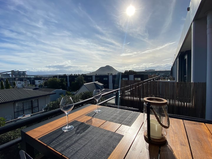 Stunning Sunset Apartment with Mount views