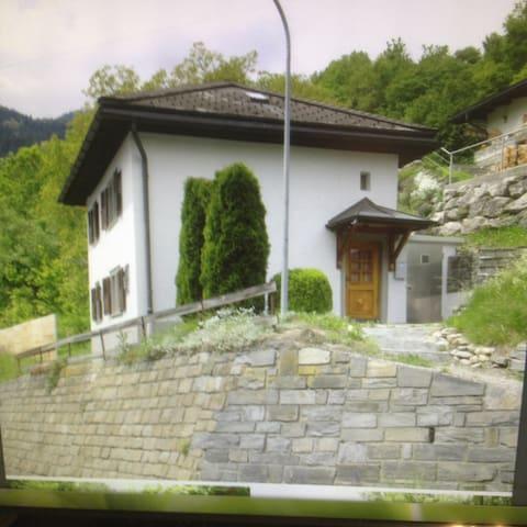 Ferienhaus Schluein - Schluein