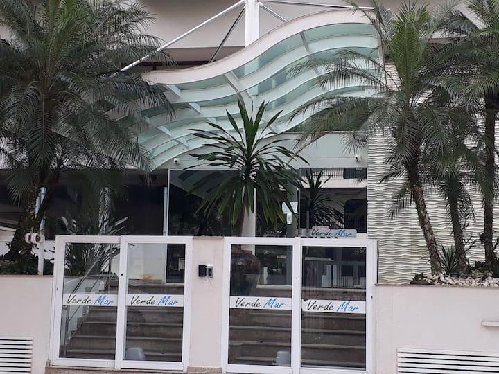 Apto Pitangueiras no Guarujá, a 4 quadras da praia