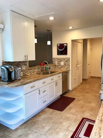 Clean & Bright Townhouse near Cal Poly