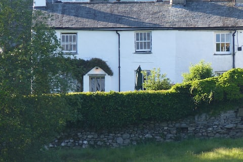 Comfortable & characterful cottage in Chapel Stile
