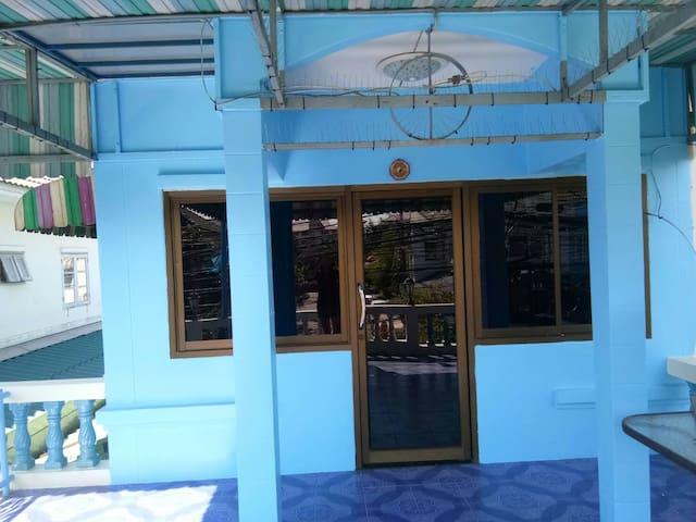 Authentisches Wohnen in einem typischen Wohnviertel - Tambon Bang Muang Mai