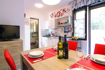 Modern family apartment - Rosso