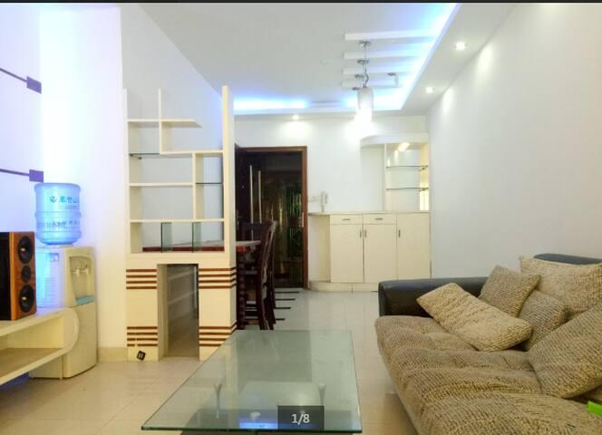 育龙庭 精装两房 珠江广场 全齐家私 客厅出阳台 - Shenzhen - Huoneisto