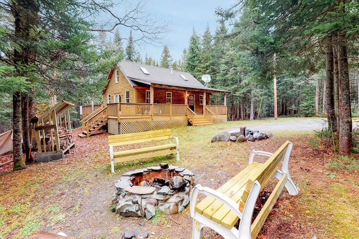 Peaceful, dog-friendly cabin w/ large yard, deck, & firepit - close to the lake