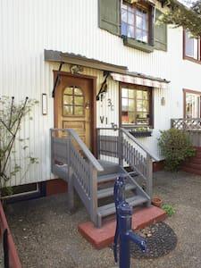 Solfylt og romslig rekkehusleilighet i Arvika - Arvika V - Stadswoning