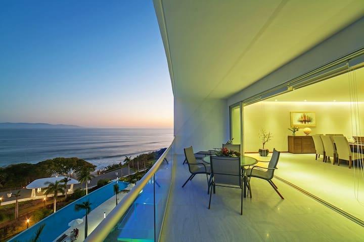 Luxury Beachfront Penthouse in Bolongo, Punta Mita