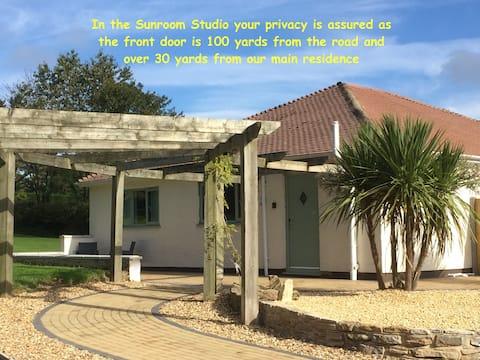 The Sunroom Studio @ BH21 Detached & Private