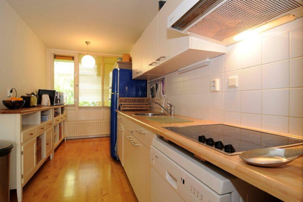 Spacious and fully equipped kitchen with dish washer