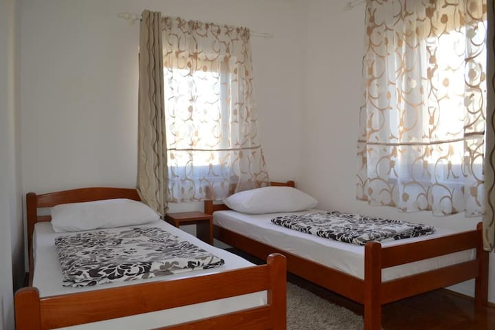 Bedrooms with 2 single beds