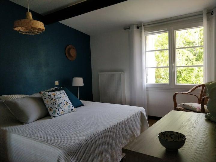 Une chambre en Provence avec piscine