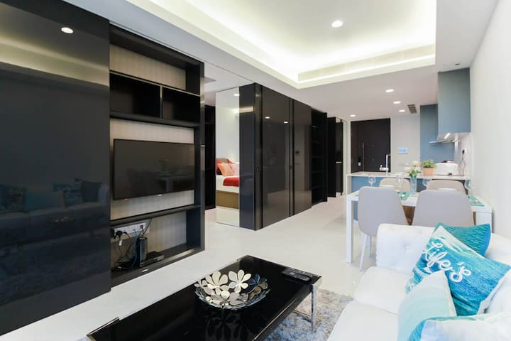 Luxury Bachelor Pad 2br on Orchard road MRT