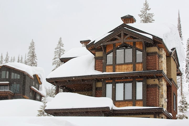 Luxurious Feathertop chalet for 11, pet friendly
