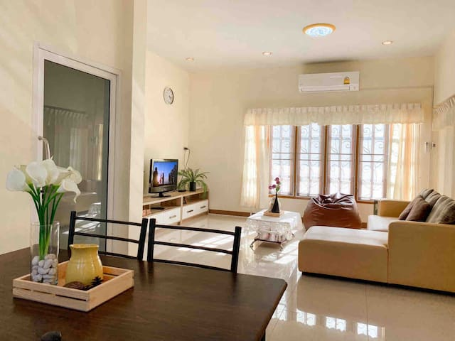 FEB PROMOTION! Entire house 5min to Beach